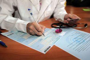 Больничный во время отпуска: оплата, продление и оформление