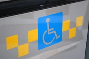 Льготное такси для инвалидов в 2018 году: кому положено и как заказать