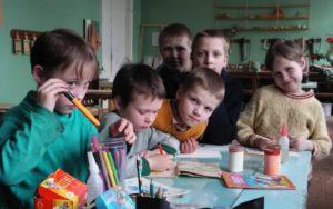 Льготы, права и денежные выплаты детям-сиротам в 2018 году: помощь и поддержка сирот, что положено, как получить, документы, законы