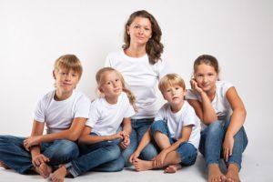 Льготы, права и привилегии многодетных матерей и отцов в 2017-2018 году: что положено и как получить, документы, законы, новости