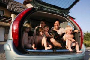 Автомобиль для многодетных семей от государства в 2017-2018 году: как получить, особенности и условия получения, новости и законы