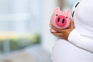 Куда отдавать после родов родовой сертификат: особенности и порядок процедуры в 2018 году