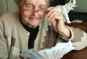 Графики выдачи и доставки пенсий в России: сроки выплат на банковскую карту и через почту в 2017-2018 году