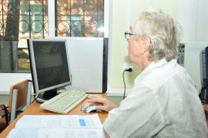 Увольнение по выходу на пенсию: условия и особенности увольнения, выходное пособие и выплаты, образец заявления и запись в трудовой, законы