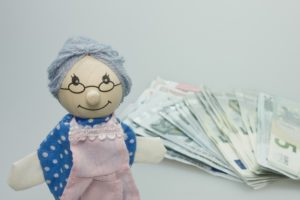 Единоразовое пособие пенсионерам 5000 рублей в 2018 году: кому положена и как получить, последние новости, законопроекты