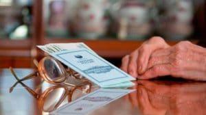 Выход на пенсию мужчин: условия выхода, пенсионный возраст, необходимый трудовой стаж и список документов
