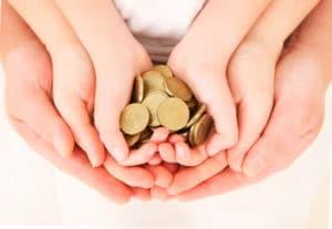 Ежемесячная компенсация в размере 50 рублей за счет работодателя в отпуске по уходу за ребенком до 3 лет в 2017-2018 году