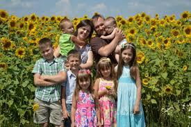 Социальная поддержка и помощь семьям с детьми в 2018 году в России: меры и виды соцподдержки, новости