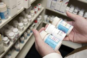 Проверить легальность лекарств в аптеке можно с помощью мобильных приложений