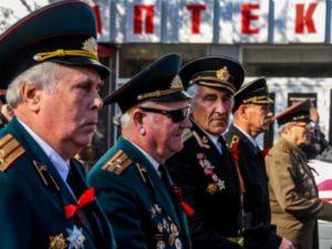 Изображение - Какие предусмотрены льготы для военных пенсионеров при уплате налога на имущество doplata-voennyim-pensioneram-s-1-fevralya-2018-na-2500-rubley-400x300-300x225
