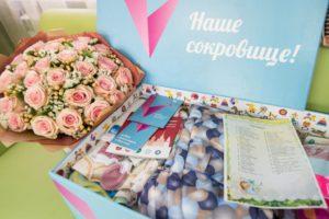 Подарок новорожденному от Собянина в 2019 году: кто может получить, куда обращаться и что в него входит?
