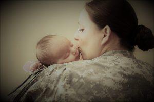 """Женщины-военные имеют такие же социальные гарантии, как и женщины """"на гражданке""""."""