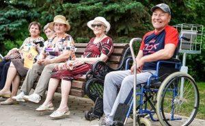 Социальные пенсии по величине назначаемой суммы меньше страховых, но индексация пенсий и здесь предусмотрена.