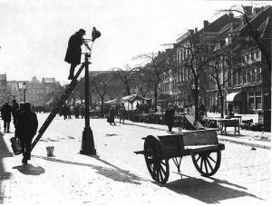 Профессия фонарщика исчезла в Москве