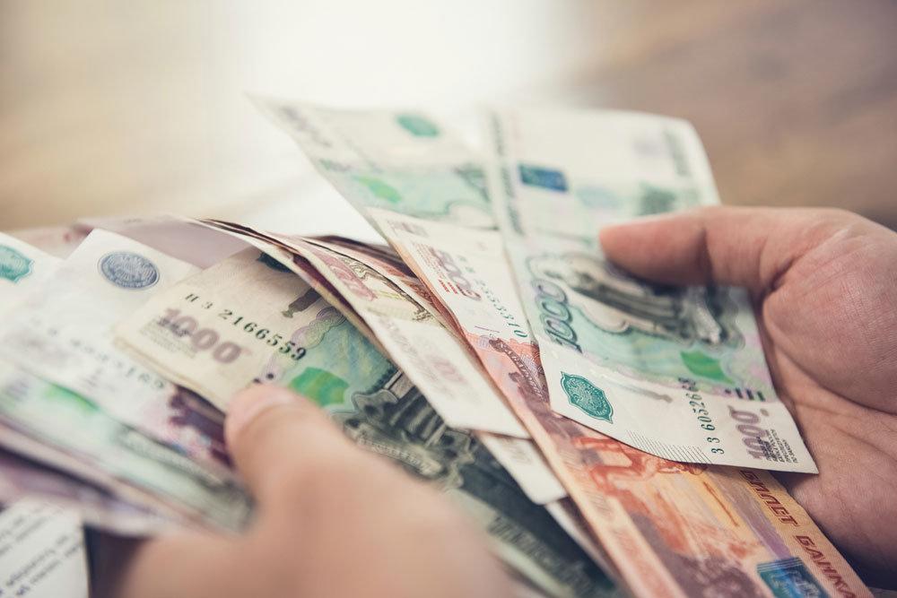 Работодатели должны выплатить повышенную зарплату в феврале