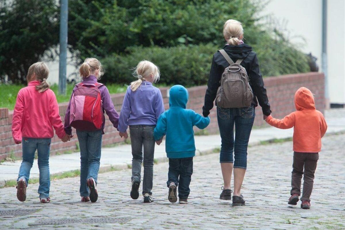 Использующую не по назначению детские пособия россиянку лишили родительских прав