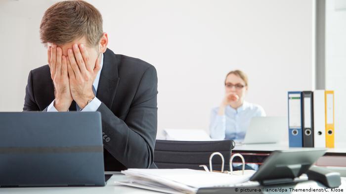 Никаких корпоративов и подарков: Superjob провел опросы с работодателями на тему 23 февраля и 8 марта