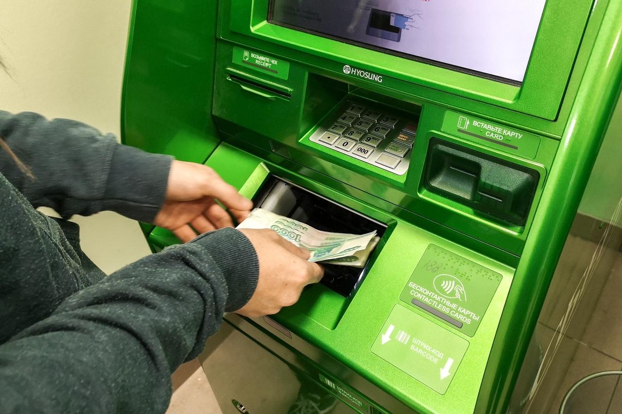 Россияне не спешат возвращать в банки снятые деньги