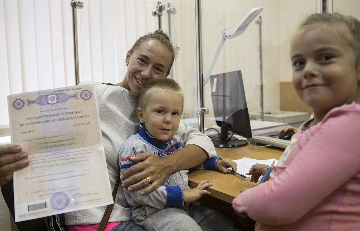 Материнский капитал при усыновлении первого ребенка в 2021 году