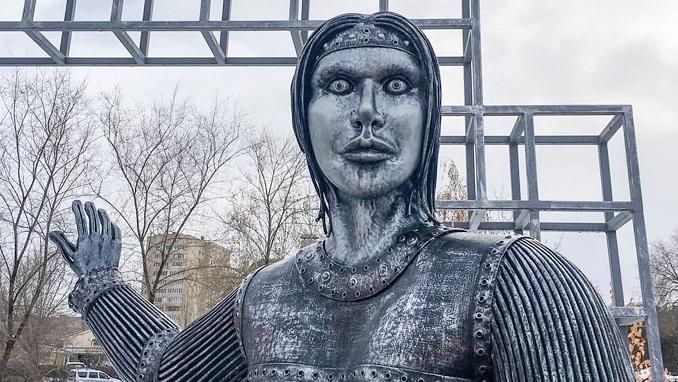 Жутковатая статуя Аленки из Нововоронежа продана на аукционе за 35 тысяч долларов
