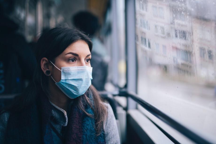 Россияне стали меньше покупать медицинские маски