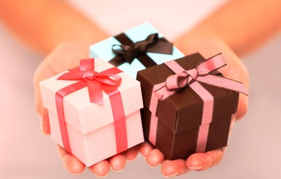 Сколько россияне готовы потратить на подарки для любимых?