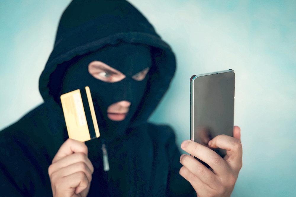 Как мошенники могут узнать номер карты
