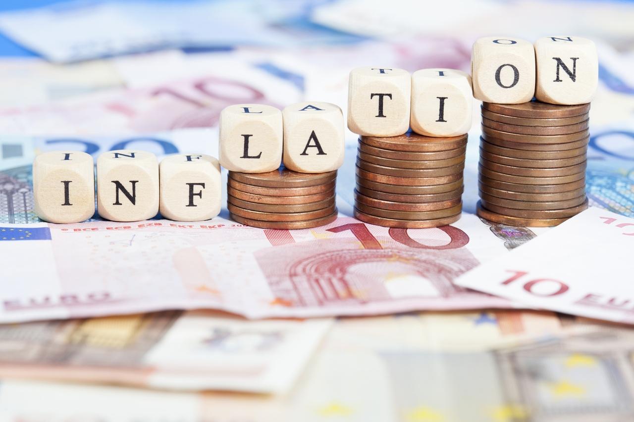 Реальная инфляция для россиян превысила официальную в 4 раза