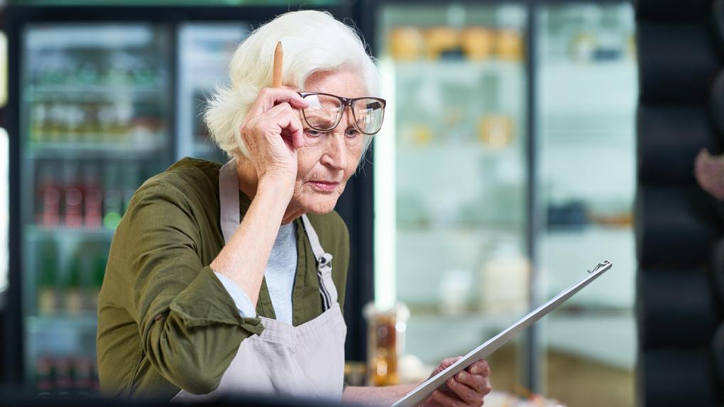 Названы 3 варианта индексации пенсий работающим пенсионерам
