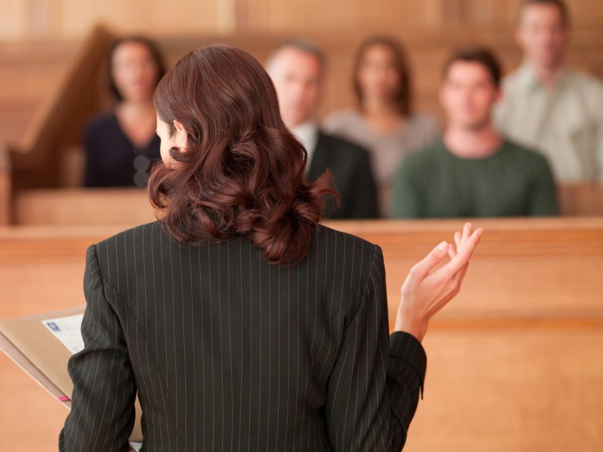 Как сэкономить в суде на юристе?
