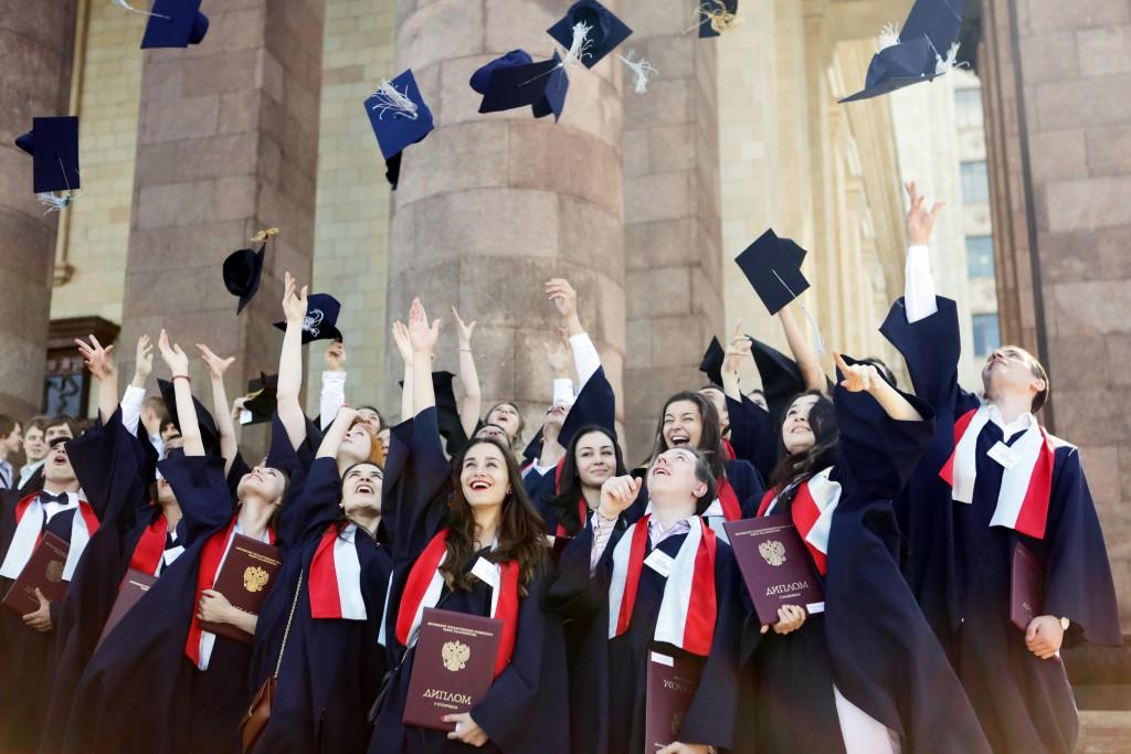 А нужно ли россиянам высшее образование?