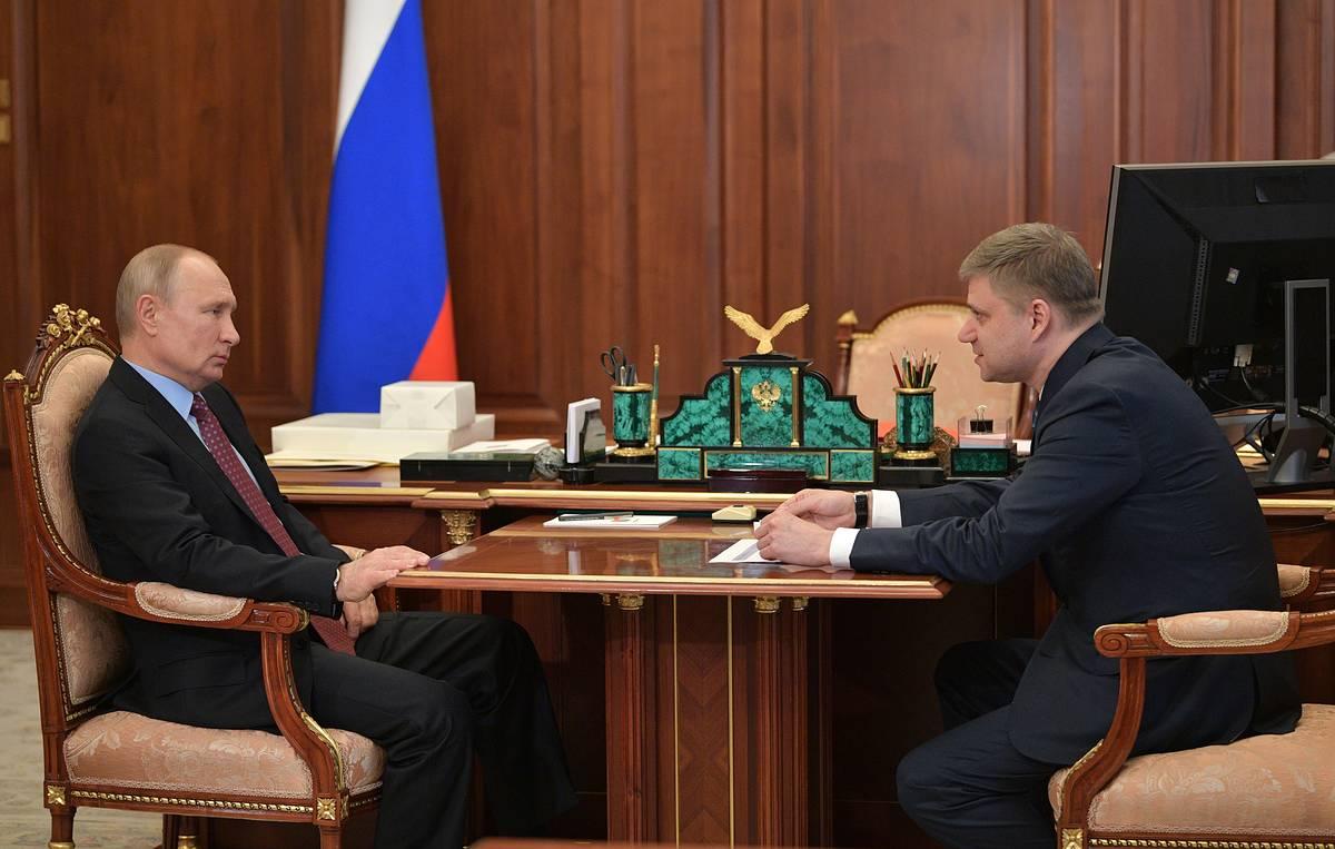 Путин потребовал до 1 июля обеспечить заключение соглашений между угольными компаниями и РЖД