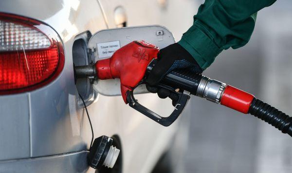 Правительство будет сдерживать цены на бензин