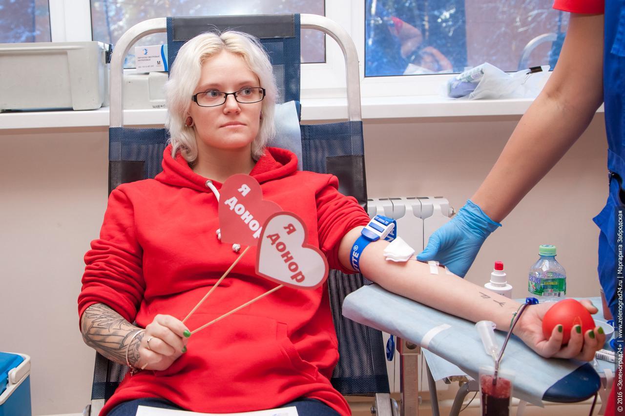 Какие льготы положены донору крови в 2021 году: можно ли заработать на донорстве