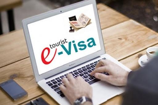 Иностранцы начнут получать российские электронные визы