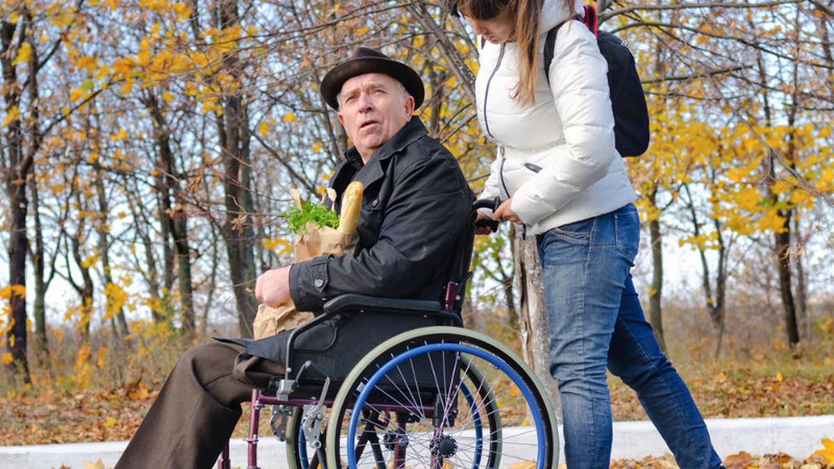 Стаж по уходу за инвалидом: что нужно знать о его начислении