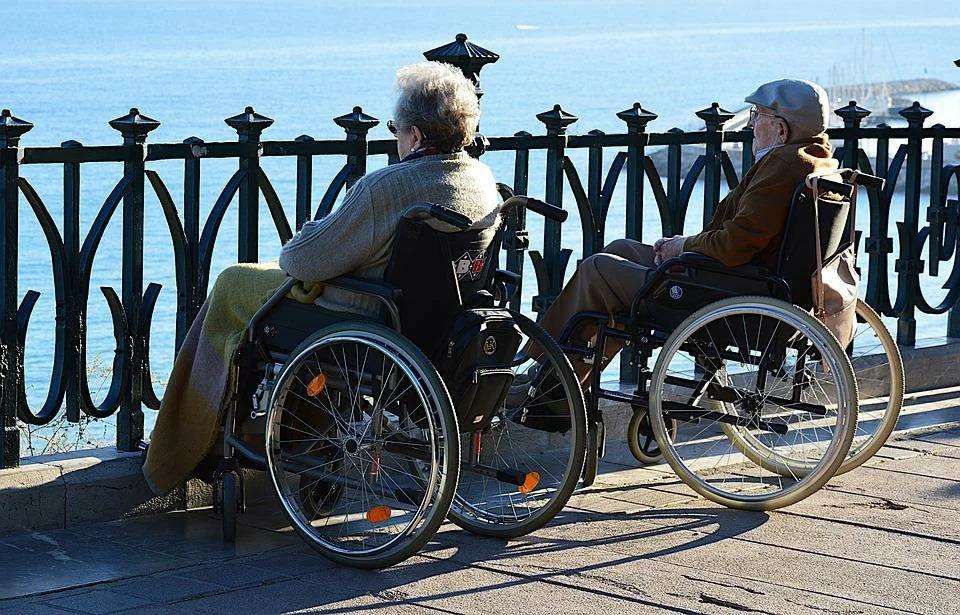 Кабмин сделал проще порядок оформления выплат по уходу за инвалидами