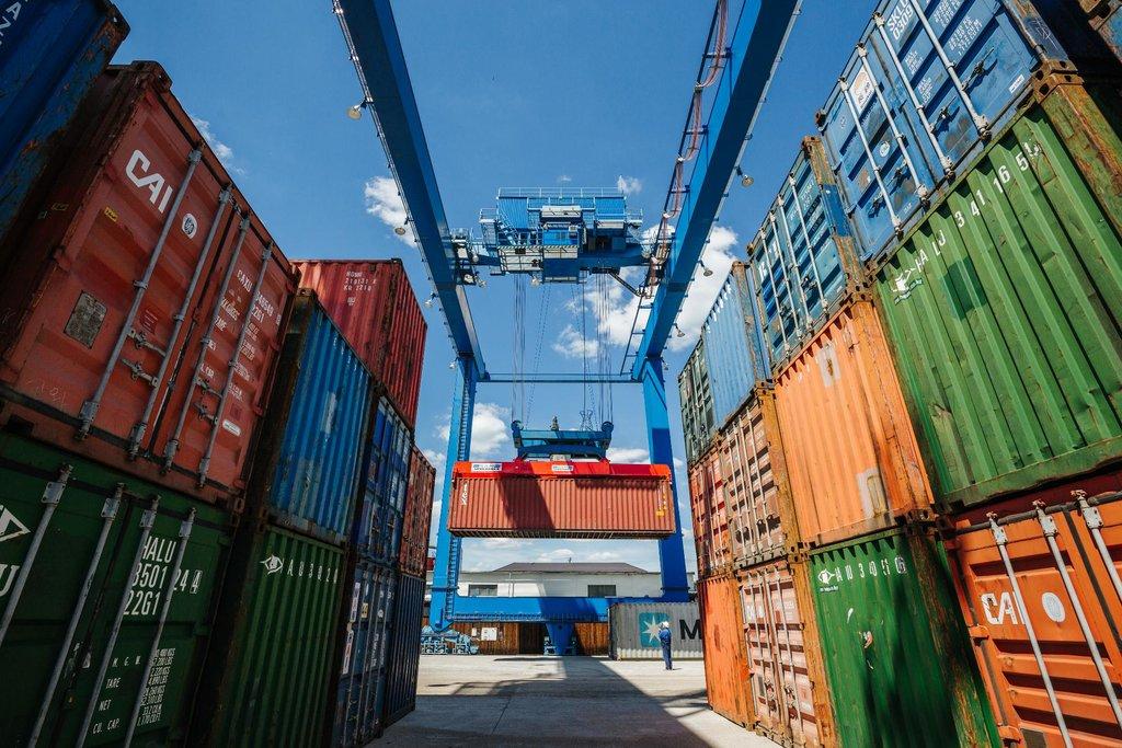 Импортные товары резко подорожают в России. Почему?