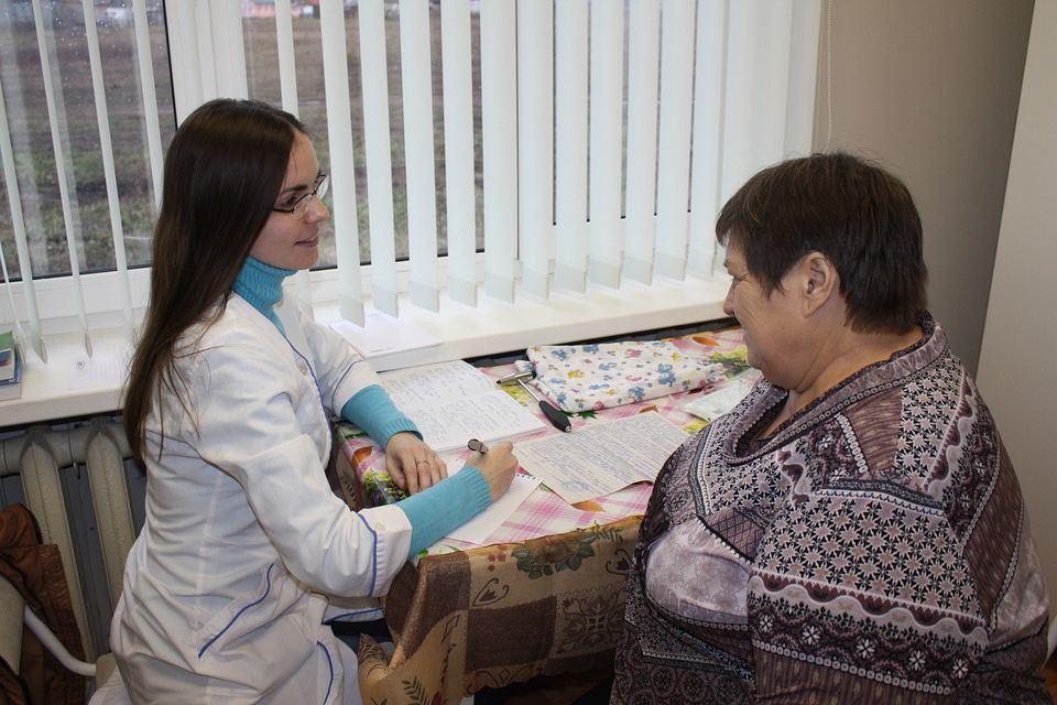 Как медсестре или акушерке получить 1 миллион рублей при переезде в сельскую местность