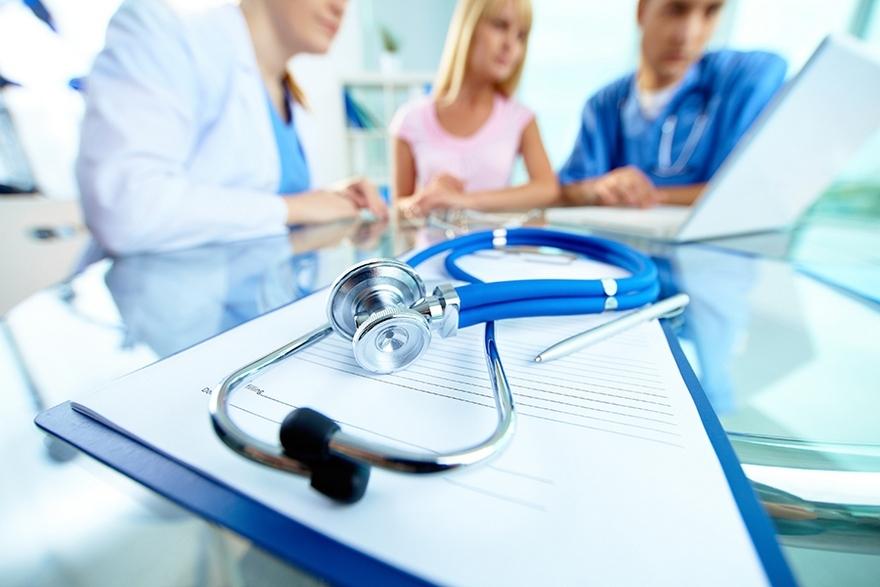 Работодатели, пострадавшие от пандемии, начали экономить на медицинских страховках сотрудников