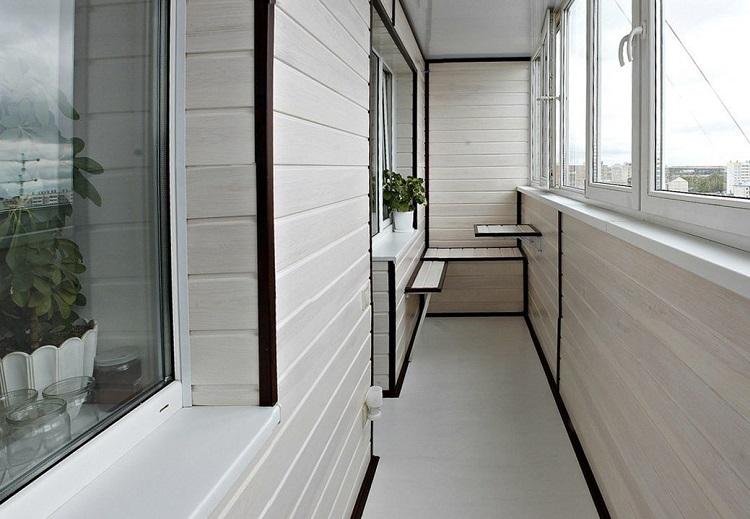Как переоборудовать балкон, не нарушив закон?