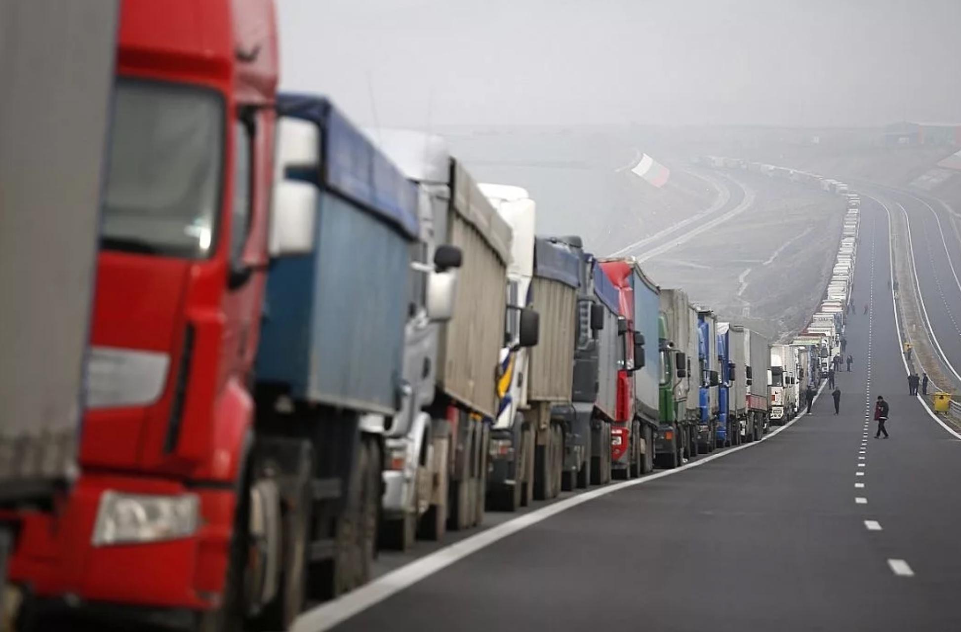 Пробка из грузовиков на российской границе