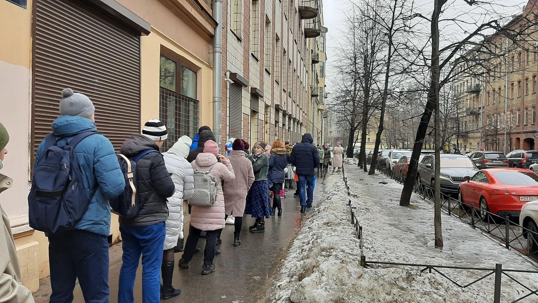 В Петербурге разгорелся скандал из-за бесплатных путевок в детские лагеря