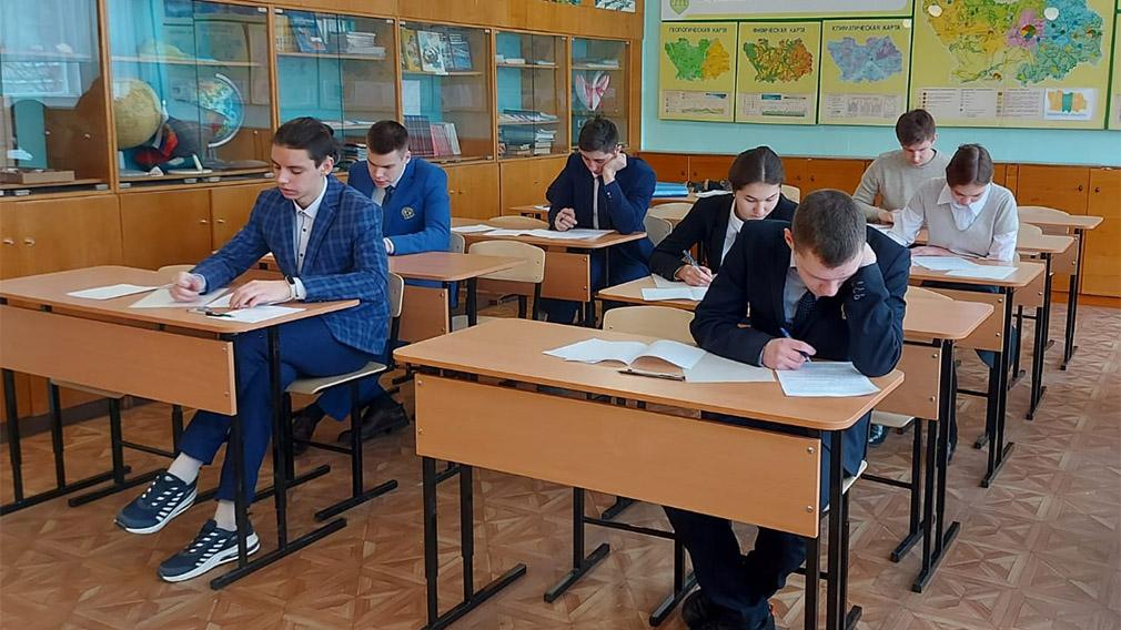 В России упростили итоговую аттестацию школьников