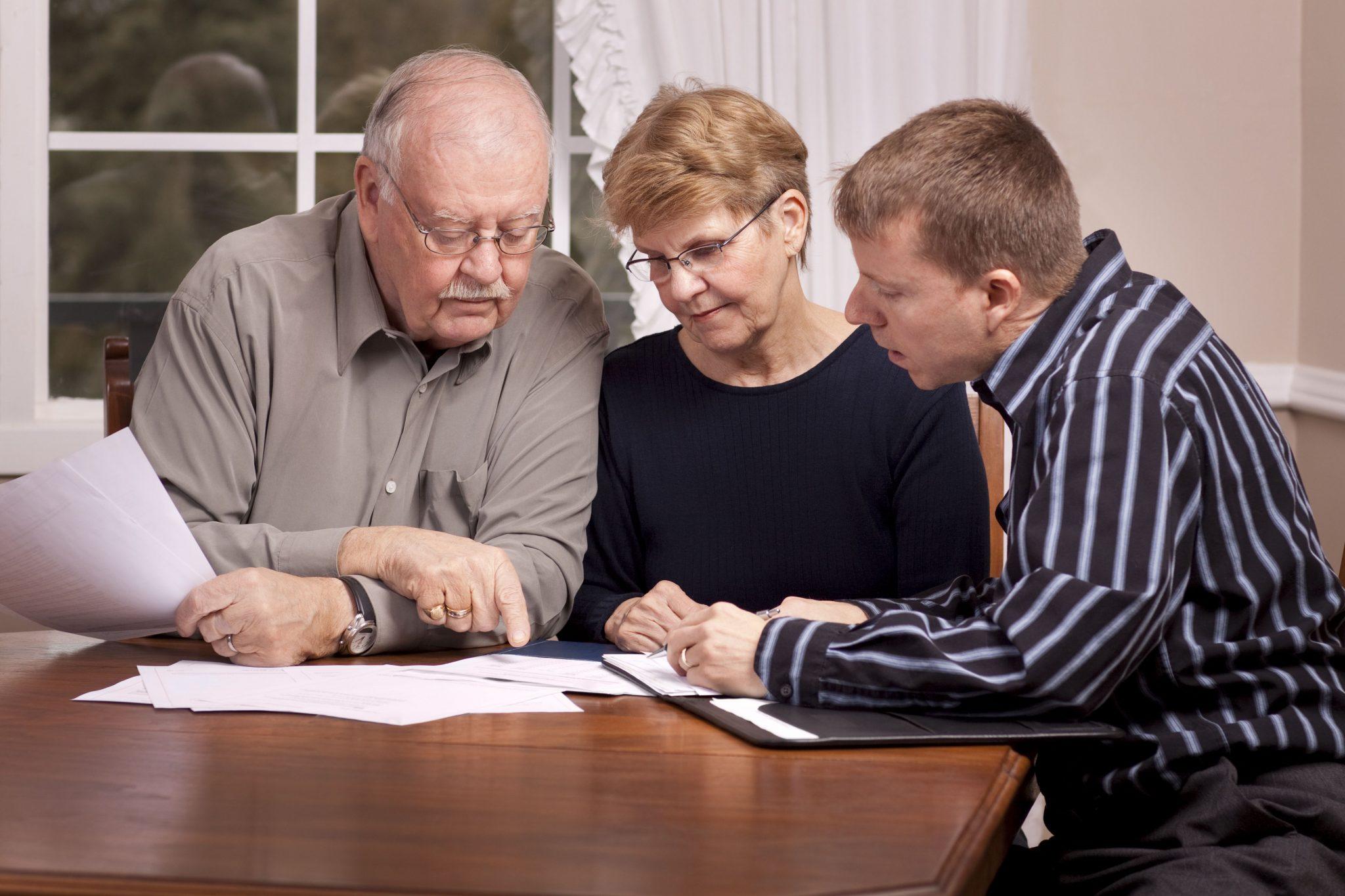 Завещание или дарение? Как дешевле передать имущество