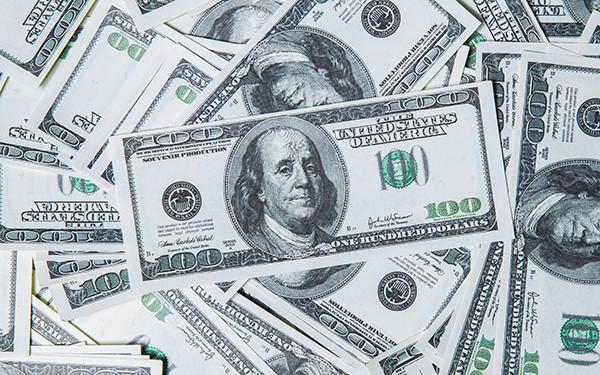 Стоит ли сейчас открывать вклад в долларах и евро