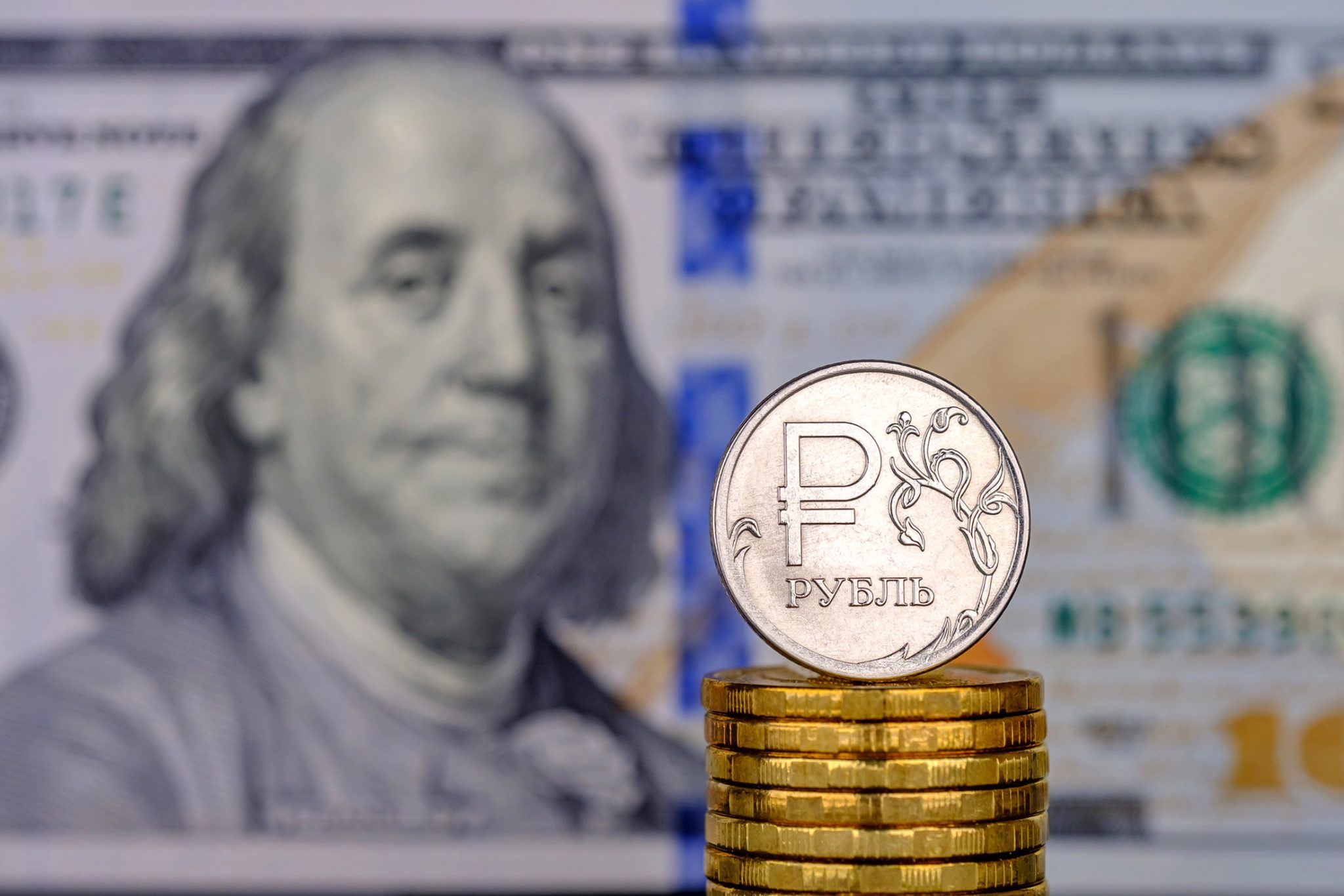 Кремль объяснил россиянам, стоит ли переживать из-за падения рубля