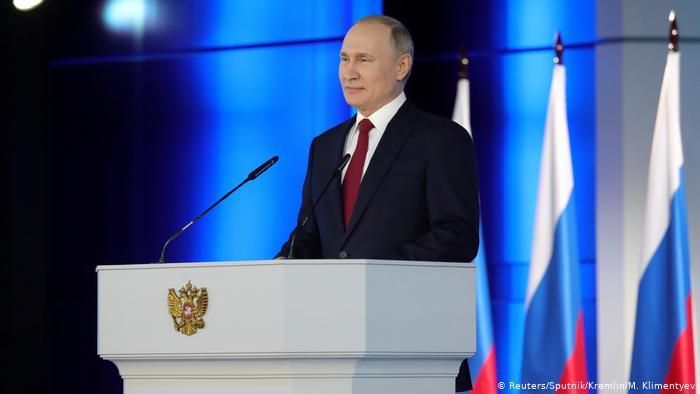 Путин пообещал по 10 тысяч рублей россиянам с детьми