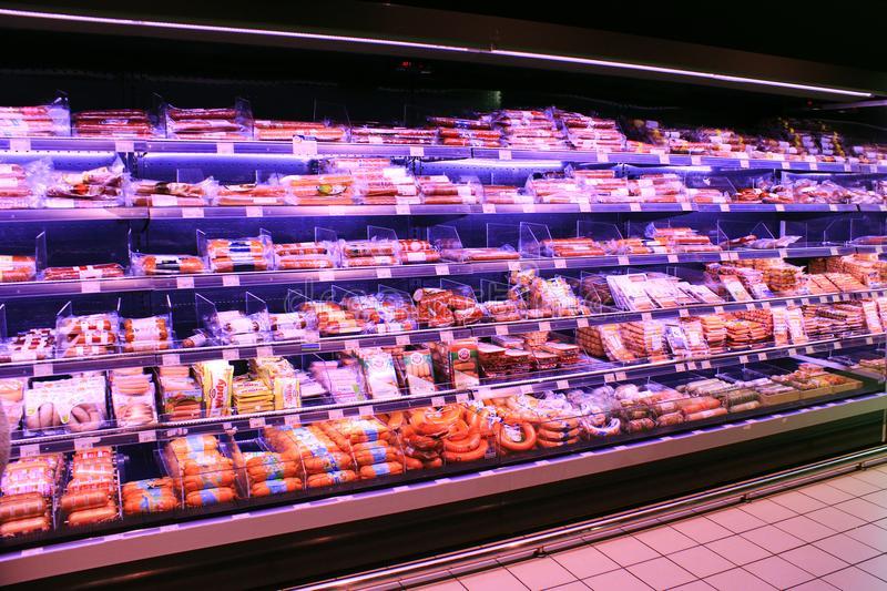 Роскачество назвало марки сливочных сосиcок, которые опасны для здоровья: что лучше не покупать