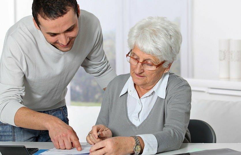 Как гарантированно передать квартиру родственнику без дарственной и завещания?